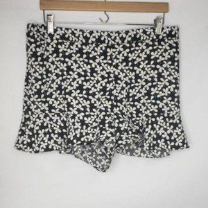 Who What Wear Black and White Floral Ruffle Shorts